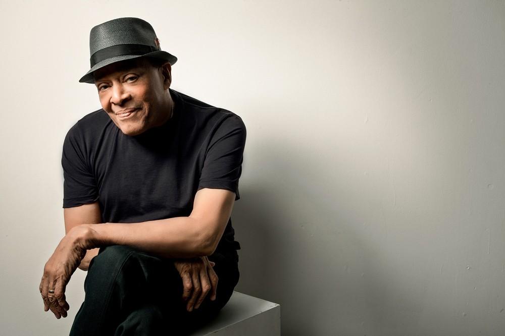 وفاة مغني الجاز الأميركي أل جارو