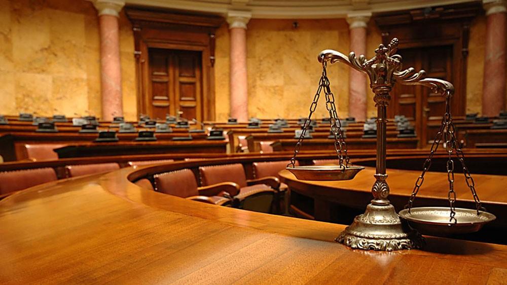 المحكمة تأمر بإعلان شاب سرق أموال عمّاته بأولى جلسات محاكمته