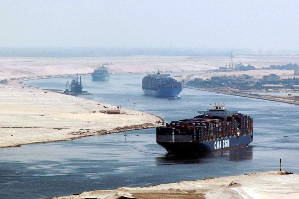 ارتفاع إيرادات قناة السويس المصرية 3.4%