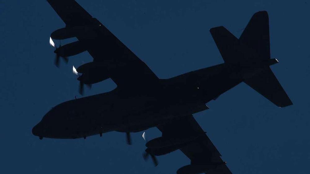 تحطم طائرة عسكرية أميركية بالبحر.. وإنقاذ عدد من ركابها