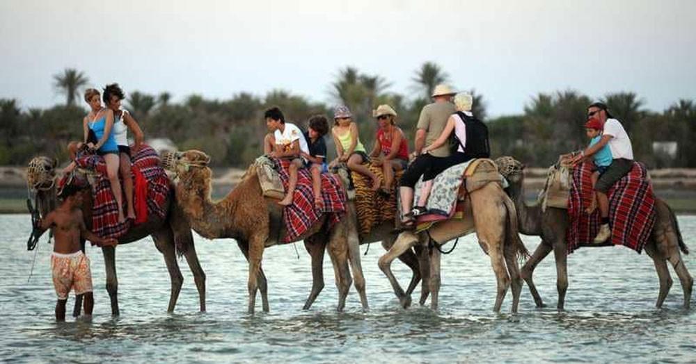 """السياحة التونسية تشهد """"انتعاشة"""" في 2017"""