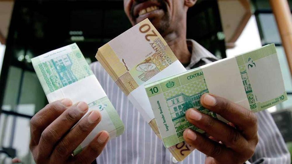 المركزي السوداني يعاقب قيادات بنكية بسبب الدولار