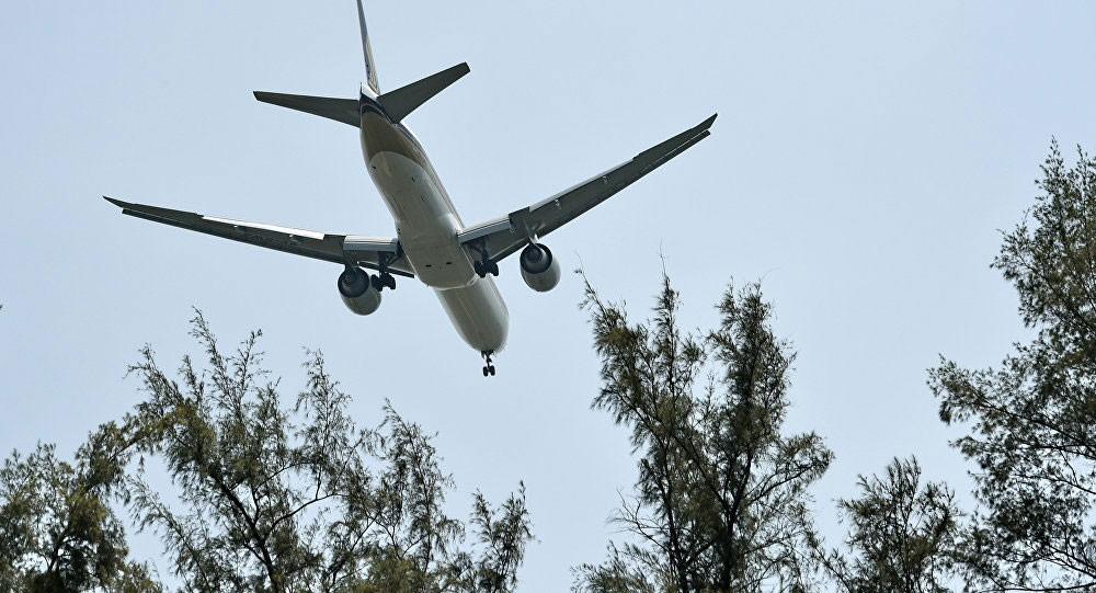 طائرة على متنها 85 سباكا تهبط اضطراريا بسبب تعطل المرحاض