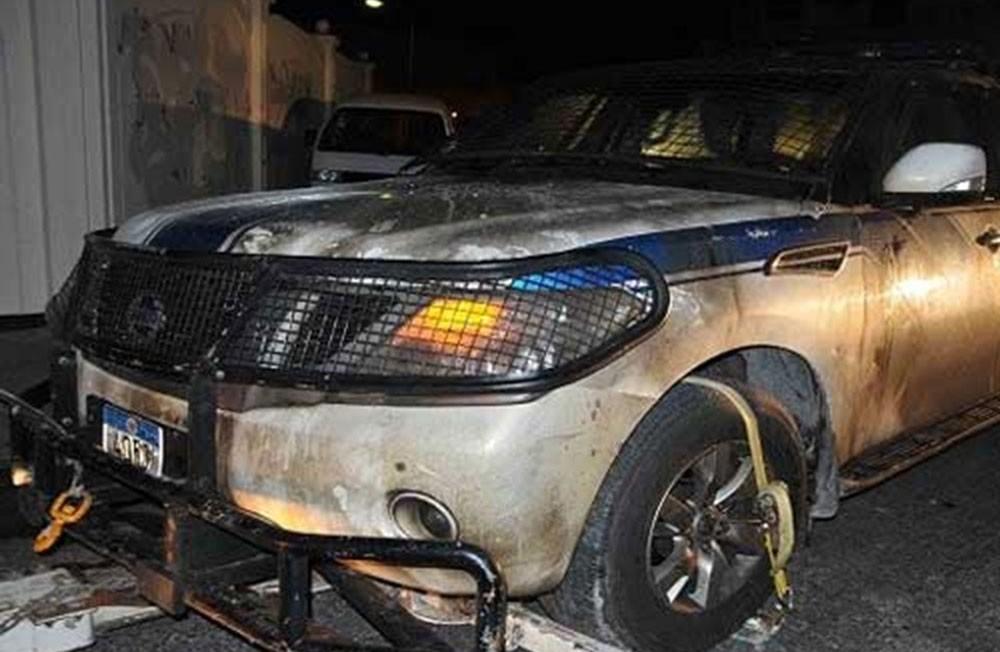 """السجن 3 سنوات لـ3 سكبوا """"البنزين"""" على سيارة الشرطة وأحرقوها"""