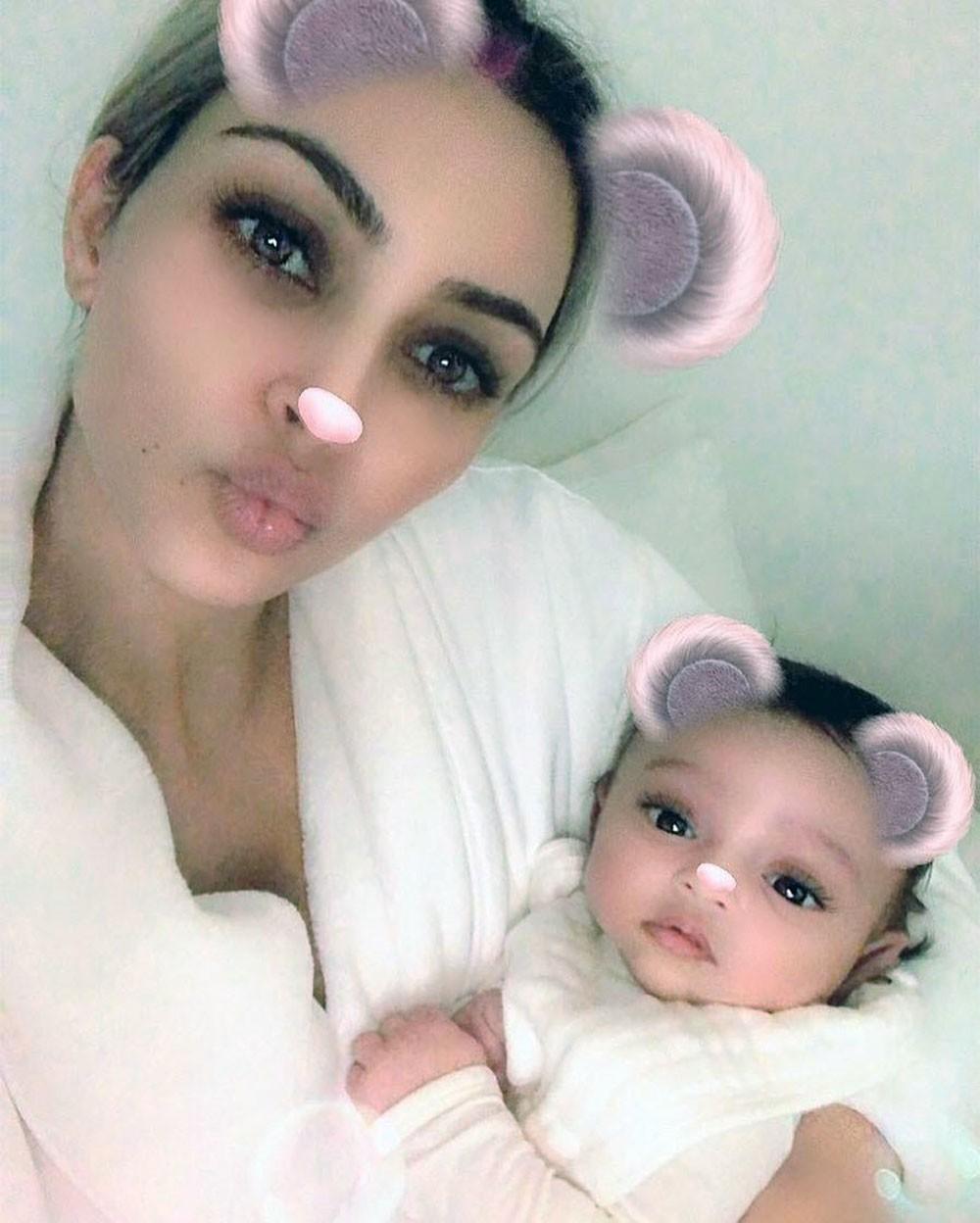 أول صورة لشيكاغو ابنة كيم كارديشيان