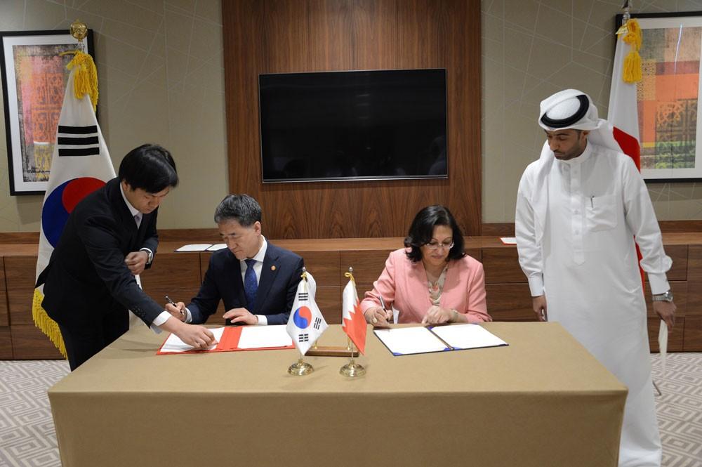 وزيرة الصحة توقع مذكرة تفاهم مع نظيرها الكوري