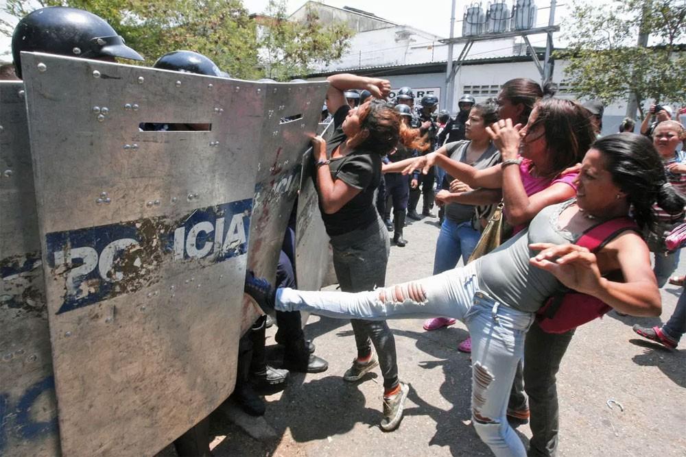 فنزويلا.. اعتقالات بعد كارثة السجن الدامية
