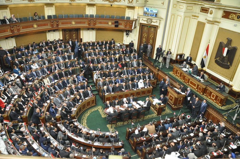 """البرلمان المصري يقر قانونا لمصادرة أموال """"الإرهابيين"""""""