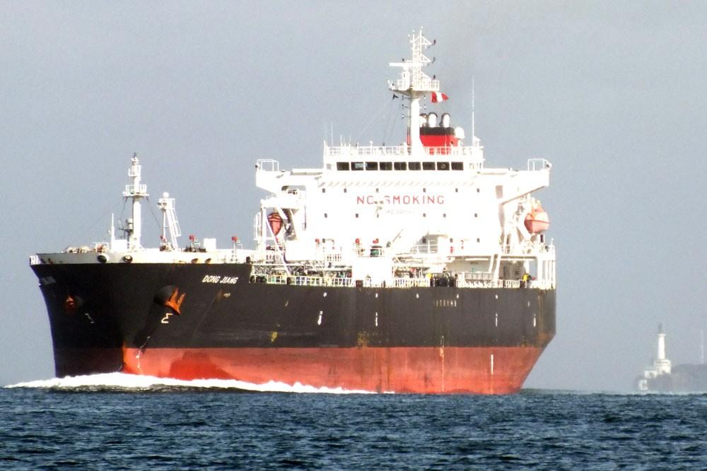 ميليشيات الحوثي تحتجز 19 سفينة نفطية