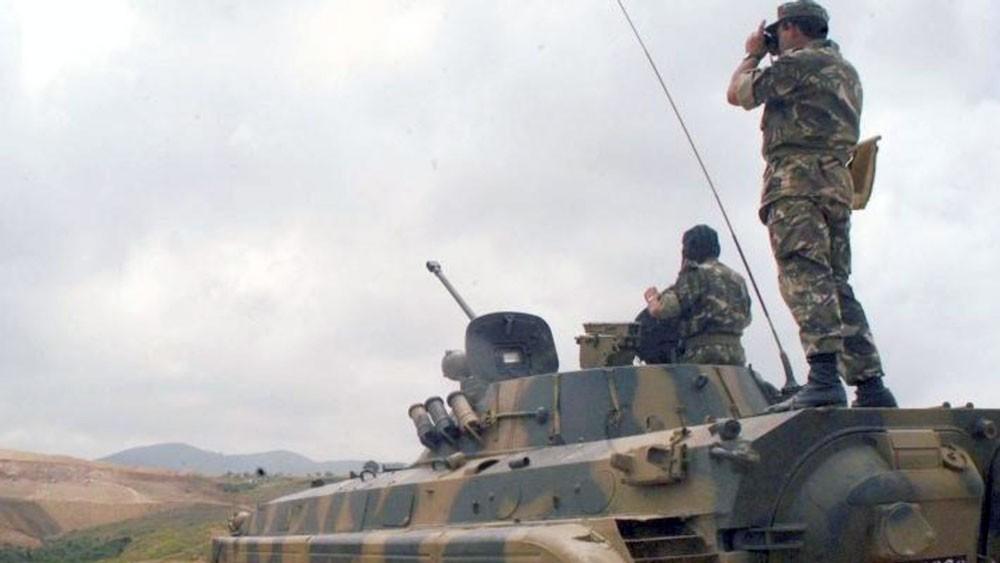مناورة عسكرية جزائرية لصد هجوم قرب حدود ليبيا