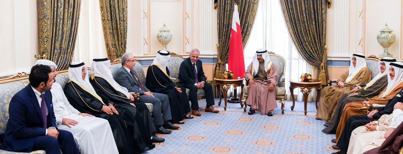 رئيس الوزراء: قيم تواصل المجتمع البحريني مصدر قوة وركيزة أساسية