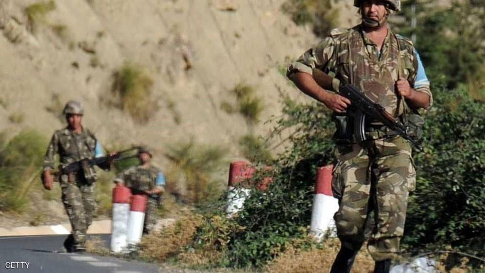 """الجيش الجزائري يعلن استسلام """"إرهابي خطير"""""""