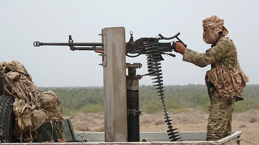 كيلومتران يفصلان المقاومة اليمنية عن مطار الحديدة