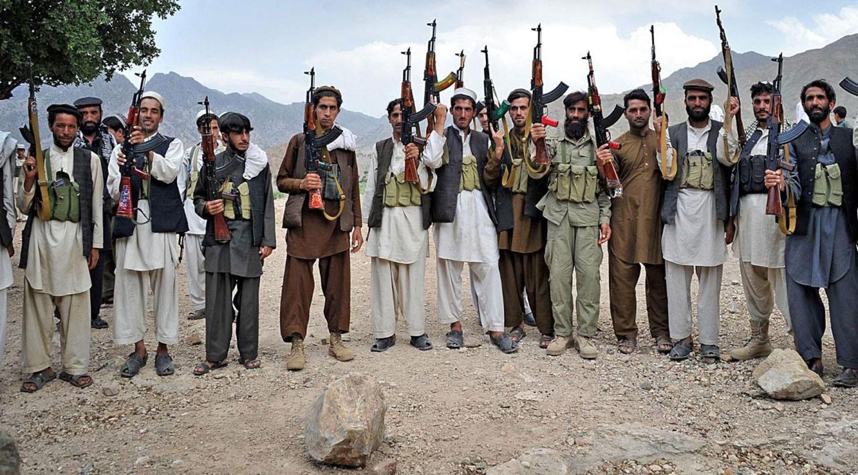 مقتل زعيم طالبان الباكستانية بضربة قرب الحدود