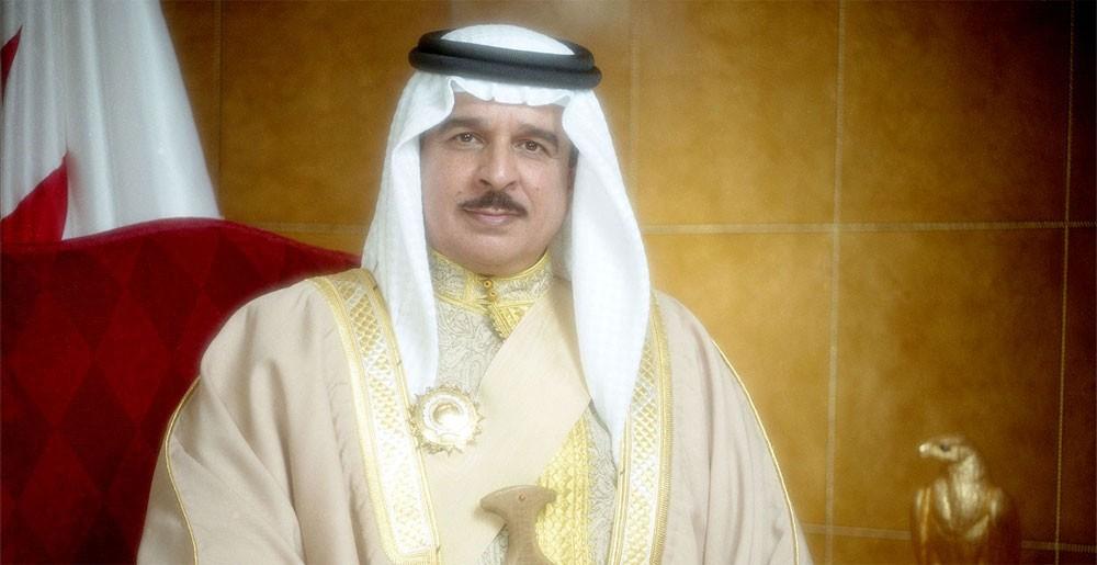 الملك يستقبل أنجال سمو الشيخ راشد بن عيسى