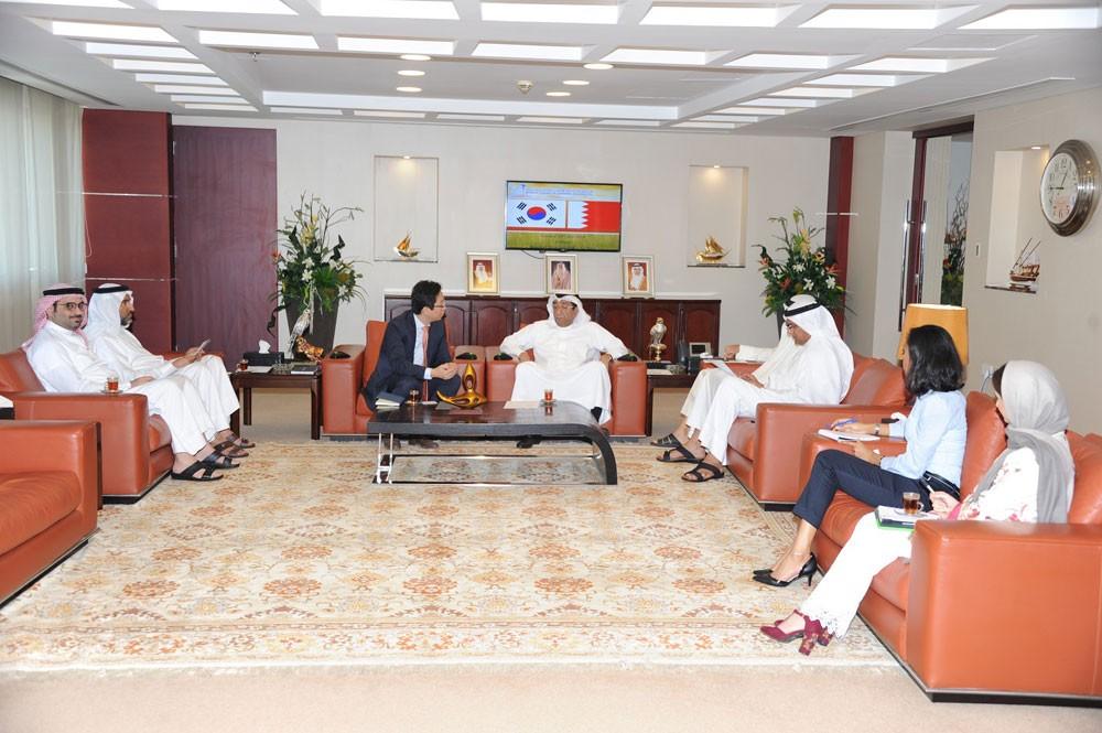 الغرفة تبحث سبل تنمية وتعزيز العلاقات التجارية والاستثمارية البحرينية الكورية