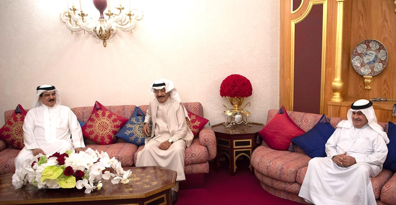 جلالة الملك: يشيد بالدور الكبير الذي يضطلع به سمو رئيس الوزراء في النهوض بالعمل الحكومي