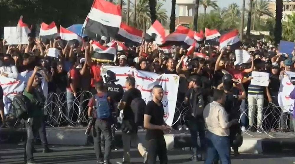 حكومة العراق تعد بتنفيذ مطالب المحتجين سريعا