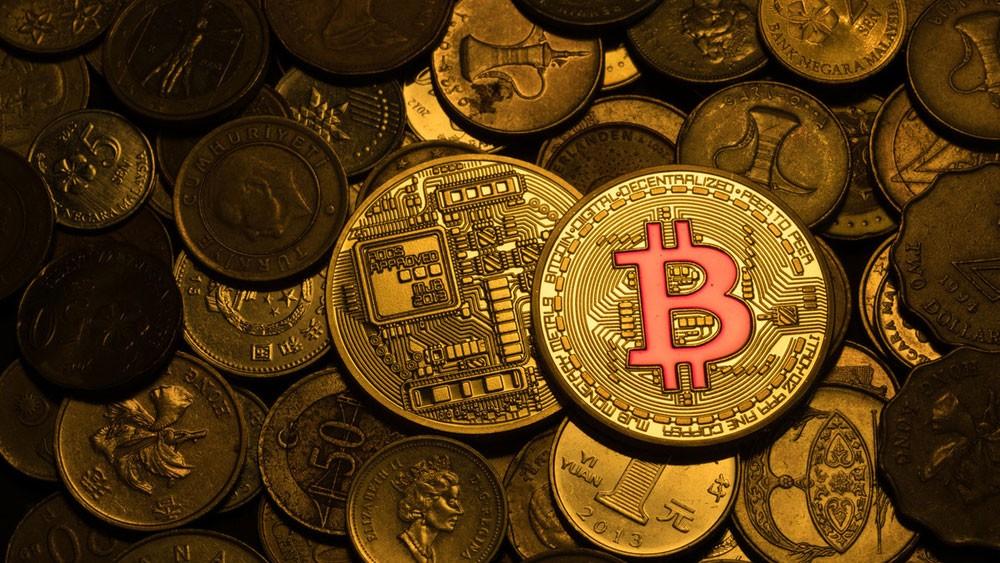 """""""بيتكوين"""" تصعد 10% وتتصدر مكاسب العملات الرقمية"""