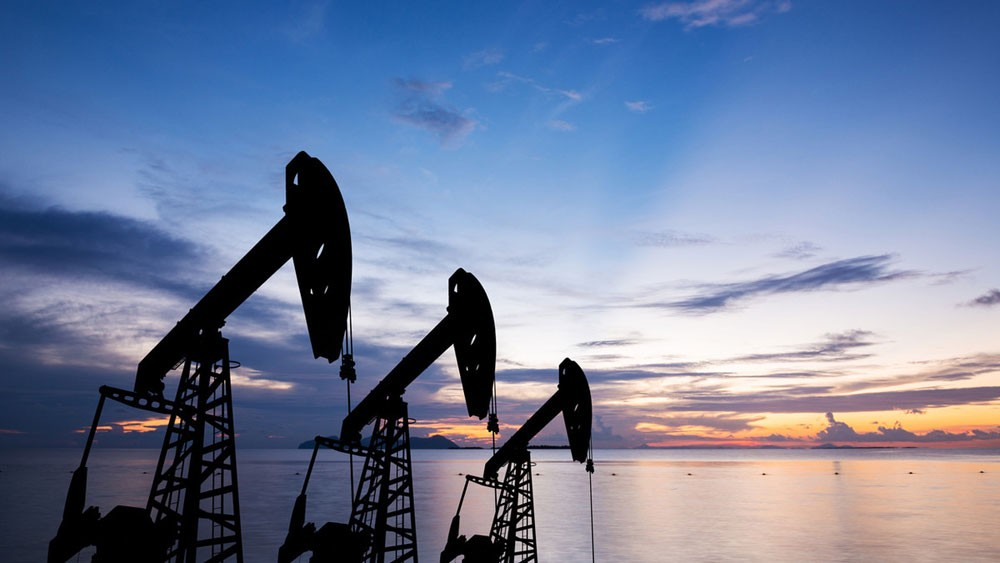 سعر النفط يتراجع لـ74.7 دولار بفعل مخاوف زيادة الإنتاج