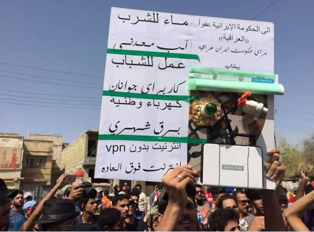 متظاهرو البصرة يحتجون على الهيمنة الإيرانية بالفارسية