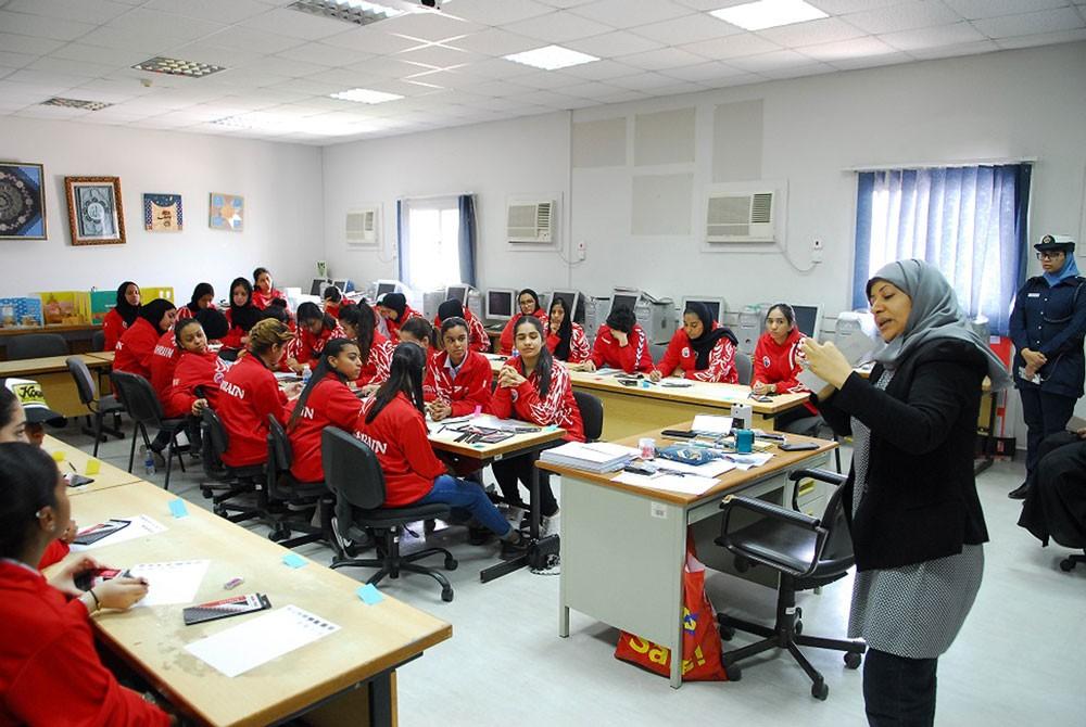 معهد البحريـن للتدريب ينظم ورشة فن الرسم بقلم الرصاص