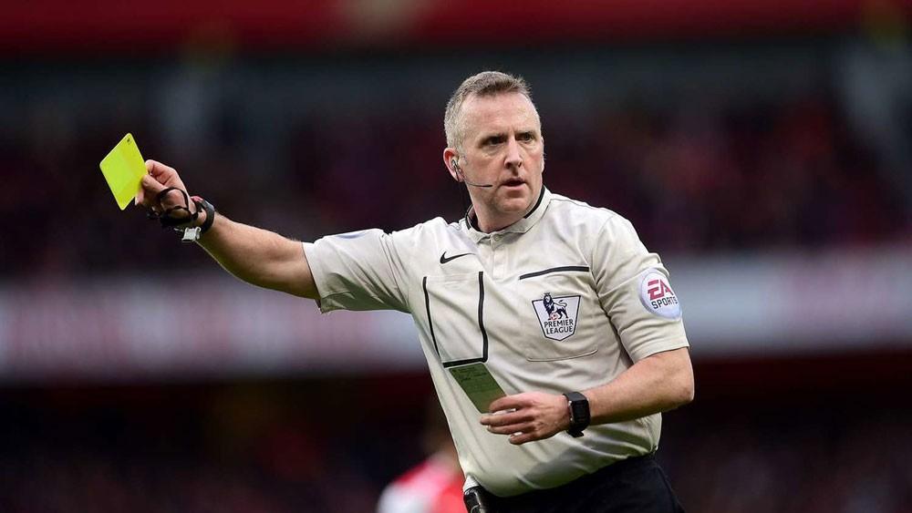 الكرة الإنجليزية تستعين بالبطاقات الملونة لضبط المدربين