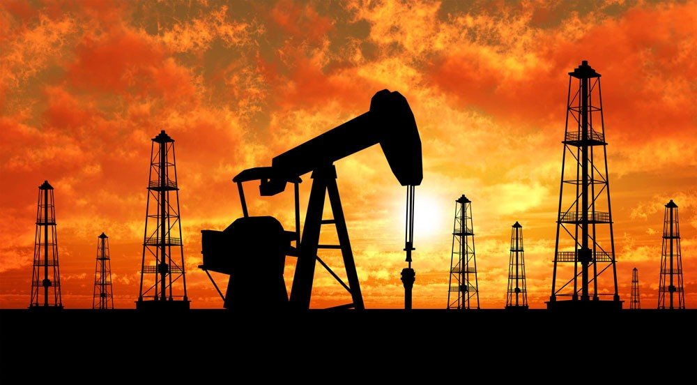 النفط يتراجع متأثرا بارتفاع غير متوقع للمخزونات الامريكية