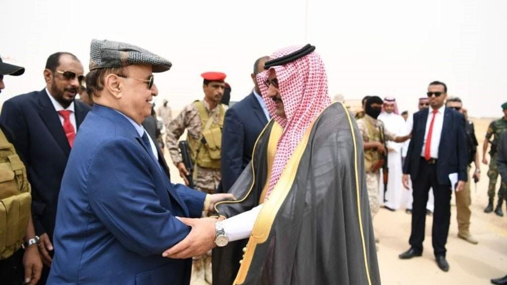 """هادي وسفير السعودية باليمن في """"المهرة"""" لافتتاح مشاريع"""