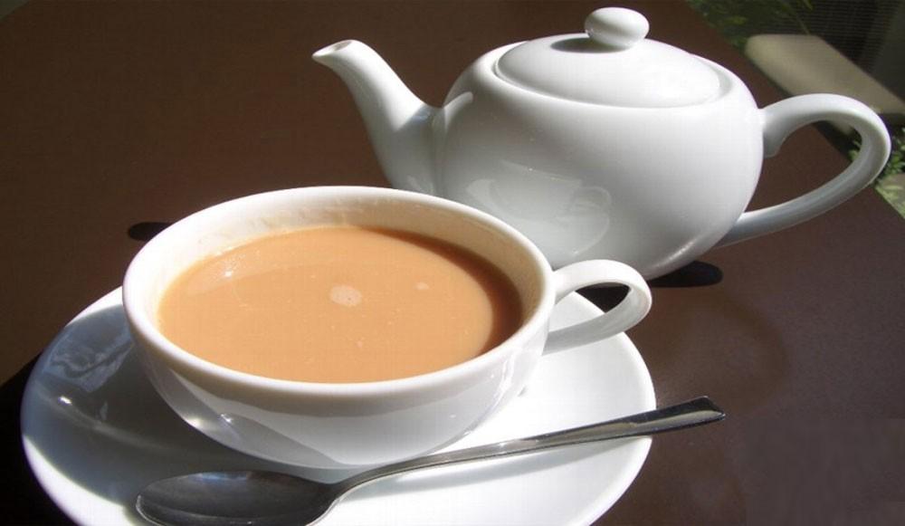 الماء أولاً أم الحليب...؟ لتحضير كوب من الشاي