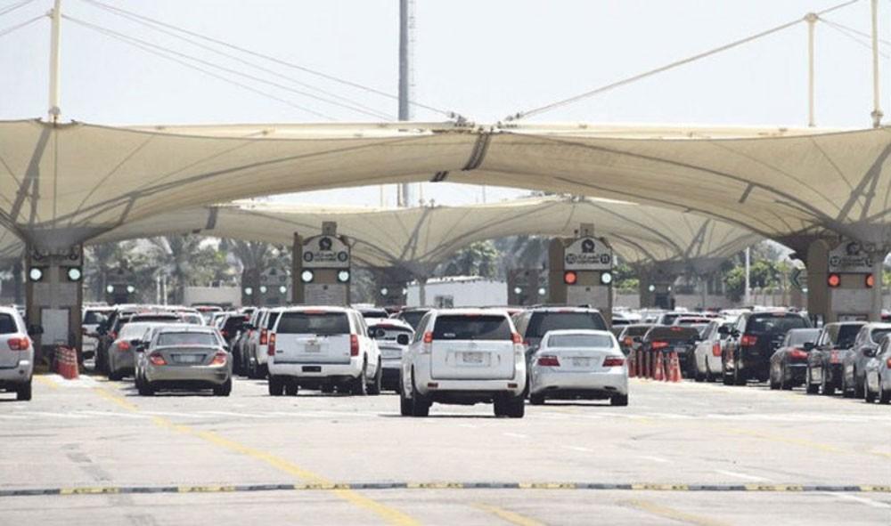 """""""المباحث والأدلة الجنائية"""" : القبض على عصابة لتهريب وترويج المخدرات عبر جسر الملك فهد"""