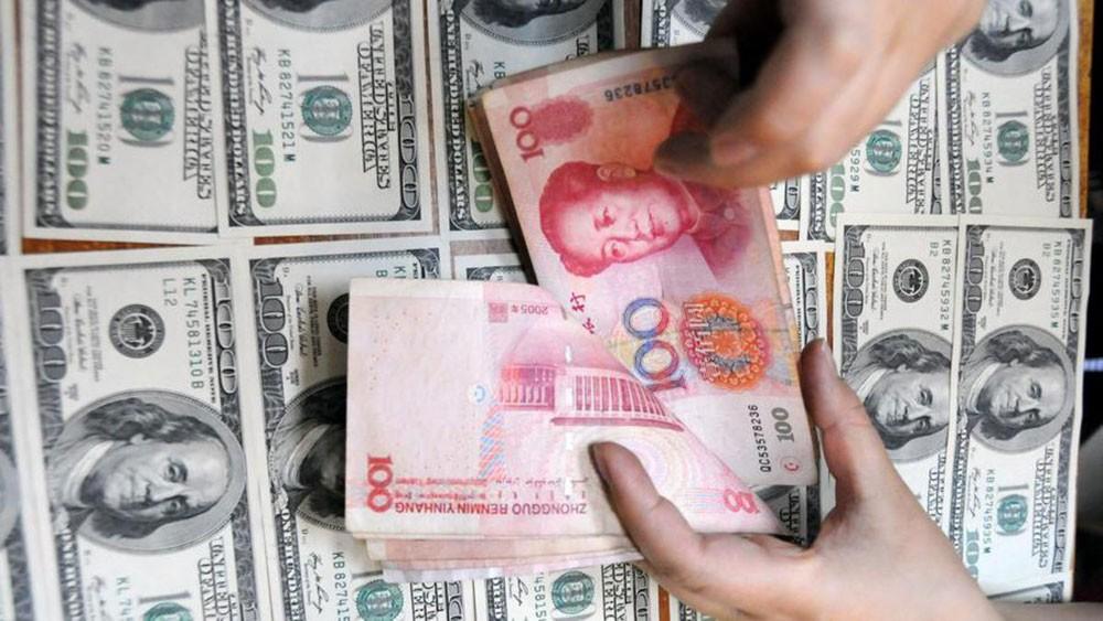ضغوطات ترمب على بكين تهبط بالعملة لأدنى سعر بـ14 شهرا