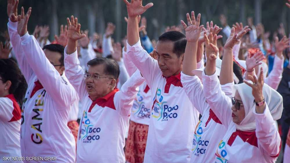 """الرئيس الإندونيسي يرقص """"البوكو بوكو"""""""