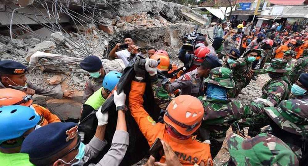 زلزال إندونيسيا شرد 70 ألف إنسان