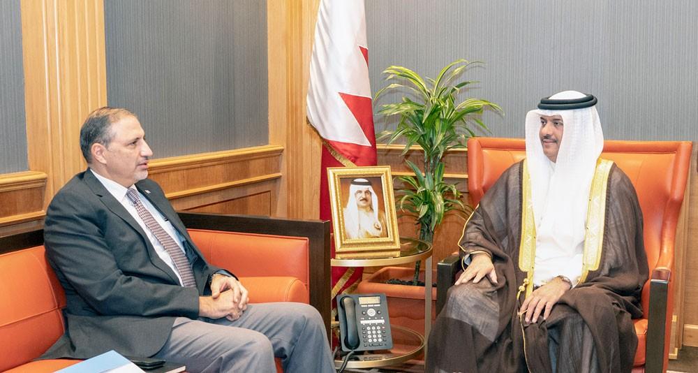 مساعد وزير الخارجية يستقبل منسق الأمم المتحدة والممثل المقيم لبرنامج الأمم المتحدة الإنمائي لدى البحرين