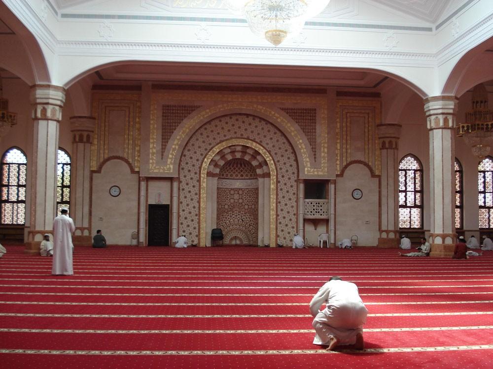 شركات تنظيفات المساجد تتحايل.. والأوقاف ينقصها مفتشين