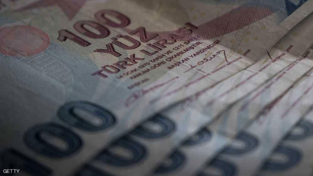 الليرة التركية تهوي باليورو لأدنى مستوى أمام الدولار