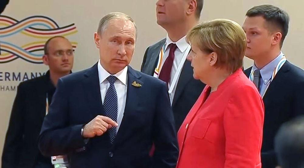 بوتين يلتقي ميركل السبت.. و3 ملفات مهمة على الطاولة