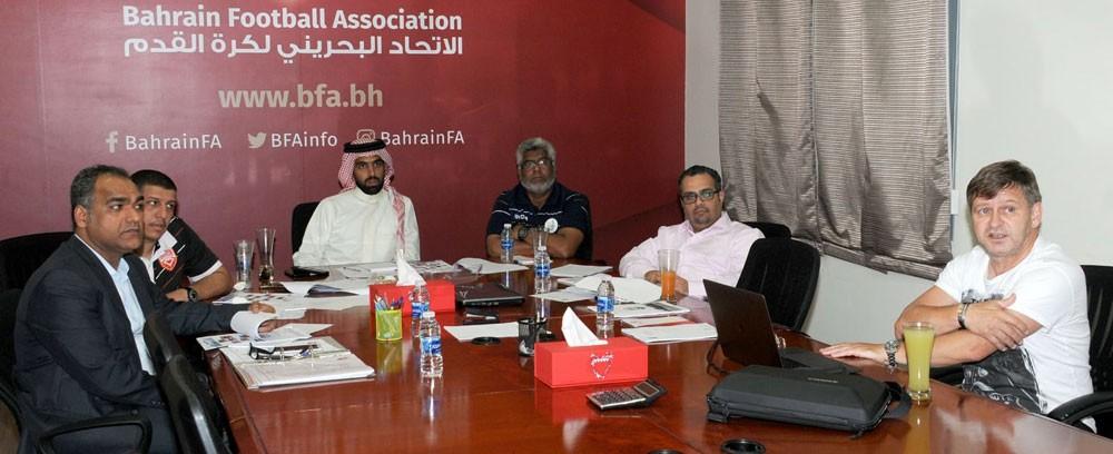 لجنة المنتخبات تطلع على برنامج إعداد المنتخب الأول