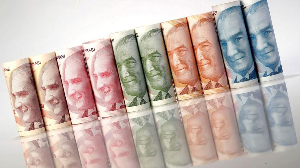 الليرة التركية تتعافى 6% بعد اجراءات مصرفية جديدة