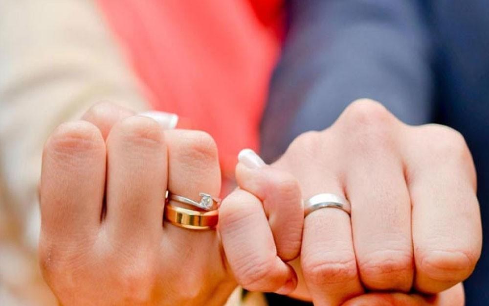هل تقبل الزواج من شخص الأهل غير راضيين عنه؟