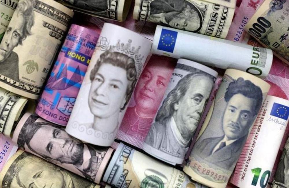 توقعات الفائدة تضعف الدولار واتفاق نافتا يدعم البيزو المكسيكي