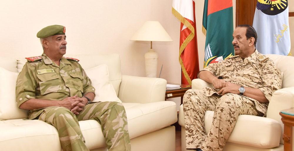 صاحب المعالي القائد العام لقوة دفاع البحرين يستقبل سمو رئيس الحرس الوطني