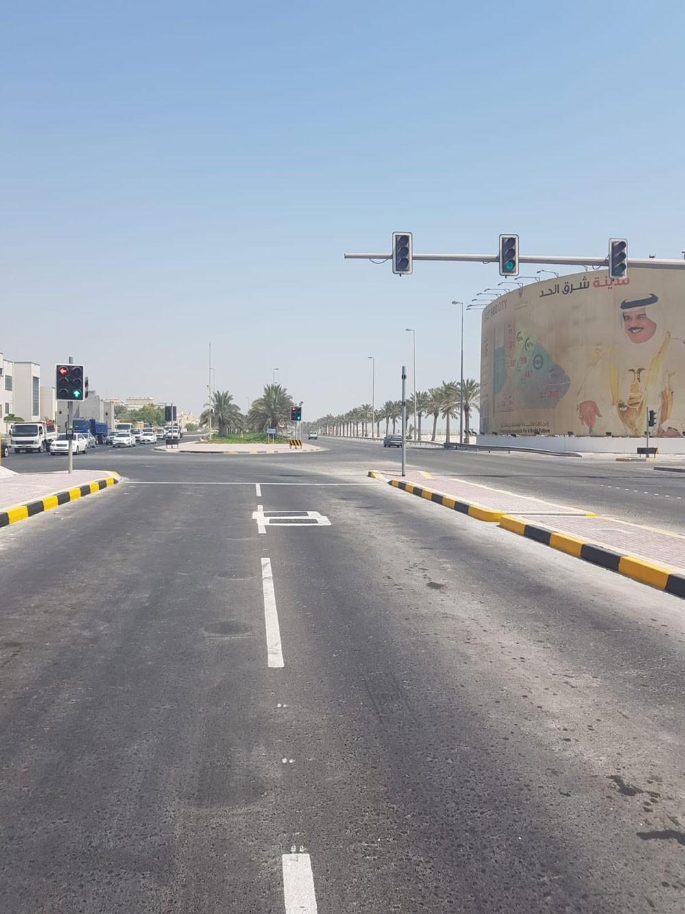 """""""الأشغال"""": الانتهاء من إضافة مسار للانعطاف يساراً عند تقاطع شارع الحوض الجاف مع شارع حاتم الطائي بالحد"""