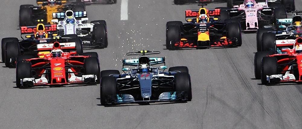هاميلتون يفوز وفيتل يتعرض لحادث في فورمولا 1