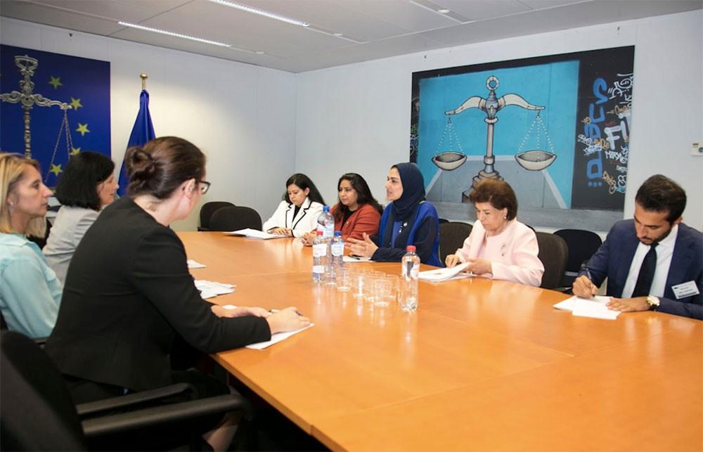 الأنصاري تستعرض ما تم إنجازه وطنياً أمام المفوضة الأوربية للعدالة والمساواة بين الجنسين