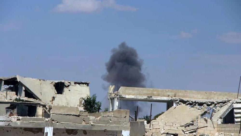 تجدد غارات روسيا والنظام على إدلب.. وحركة النزوح مستمرة
