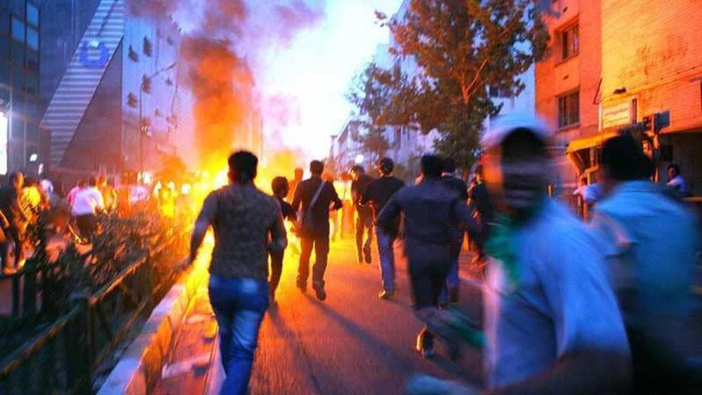 """""""العقوبات والغضب"""" يشعلان النار في عمائم ملالي طهران"""