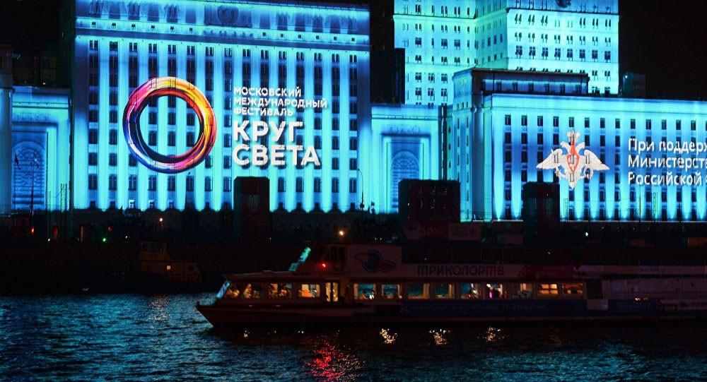"5 ملايين شخص يزورون مهرجان "" دائرة الضوء"" في موسكو"