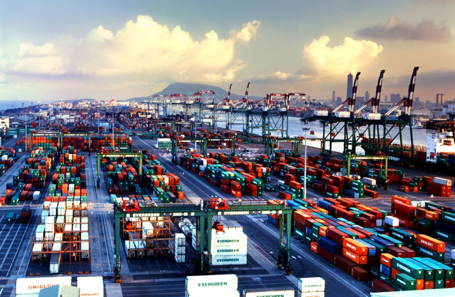 """""""التجارة العالمية"""" تحذر من العواقب الاقتصادية للنزاعات التجارية"""